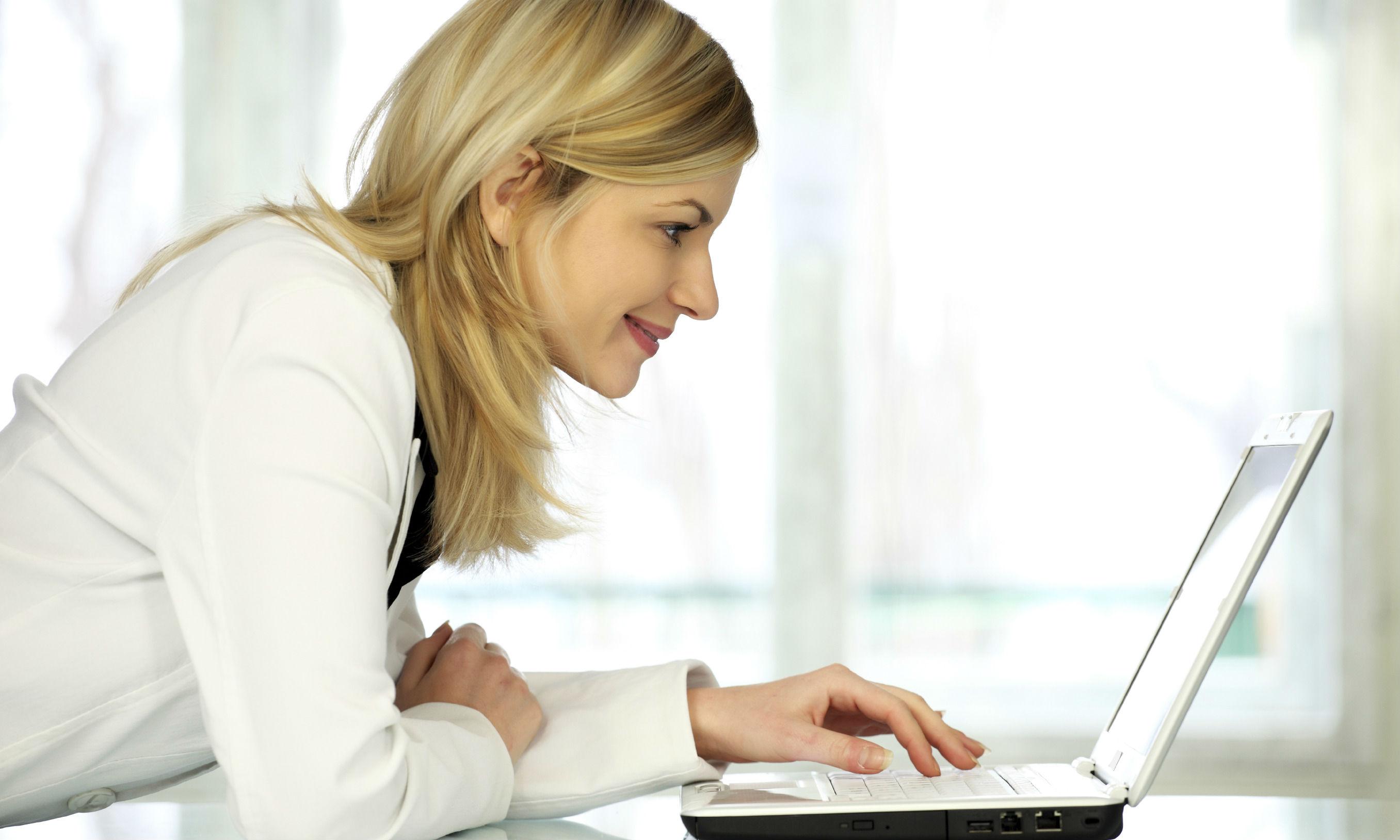 Веб-модель общается с клиентом